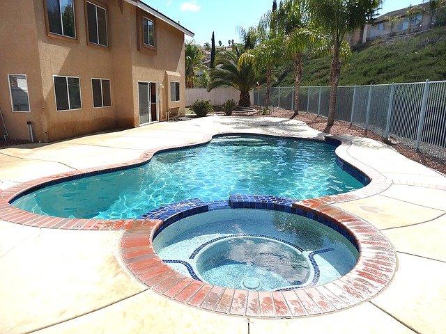 bazén s vířivkou