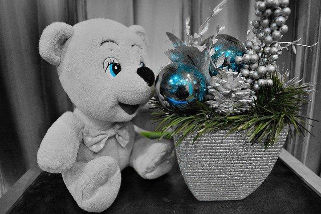 medvídek s vánoční výzdobou