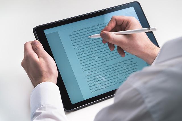 psaní na tabletu
