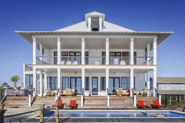 krásný dům s bazénem.jpg
