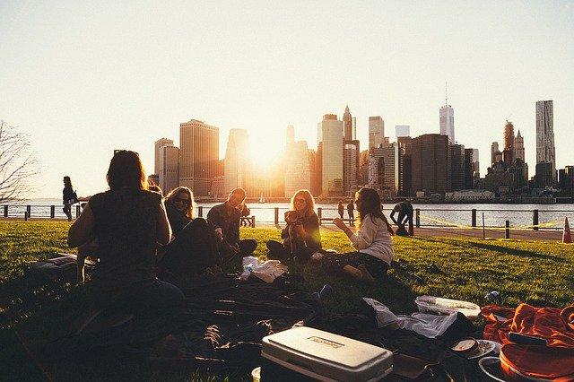 přátelé v parku