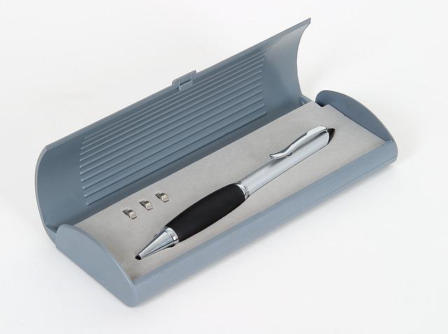 stříbrné pero v krabičce