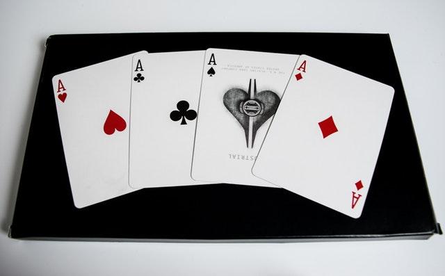 Karty-esa rozložená v řadě